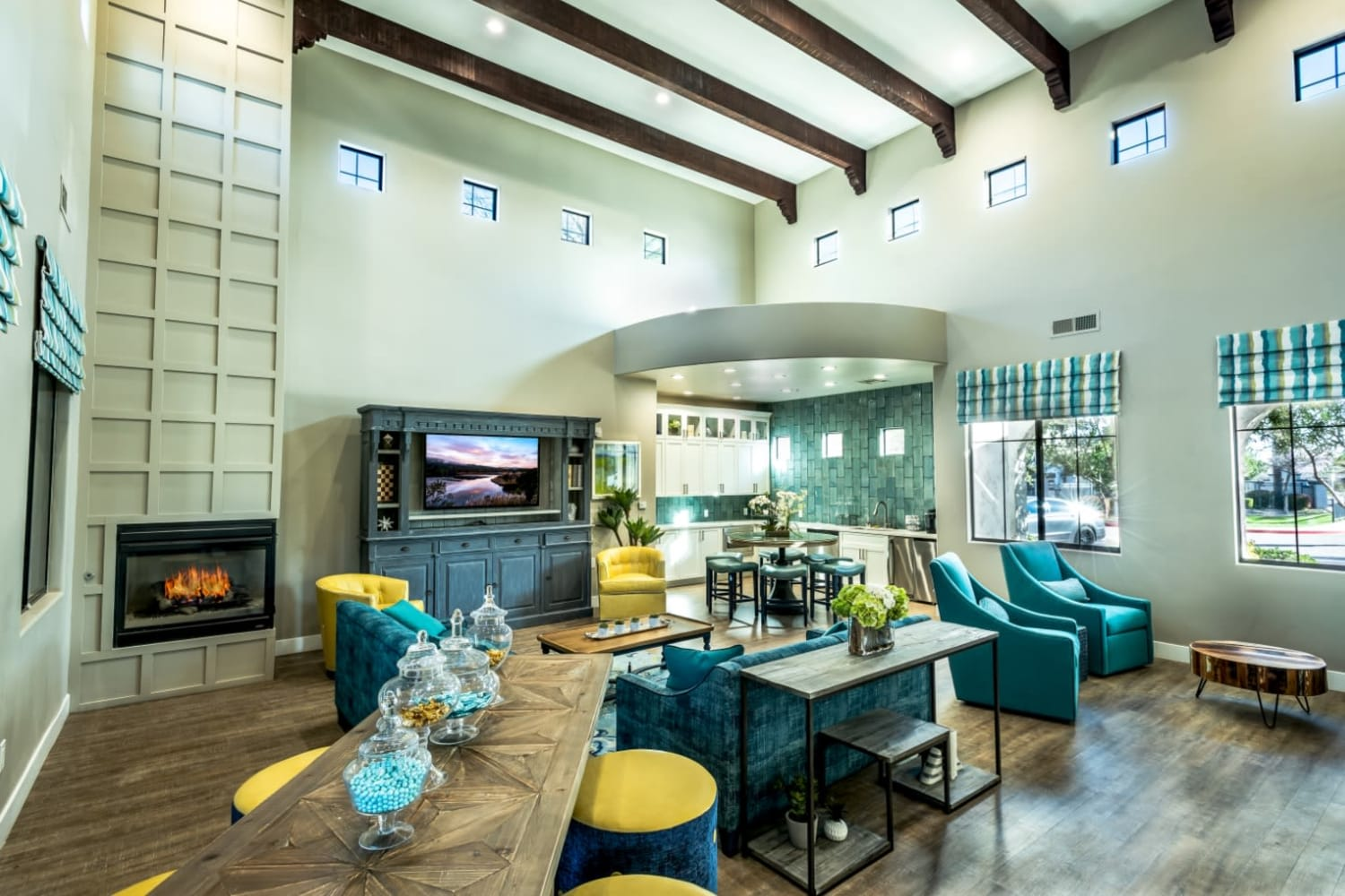 Dobson 2222 in Chandler, Arizona, offers a large clubhouse