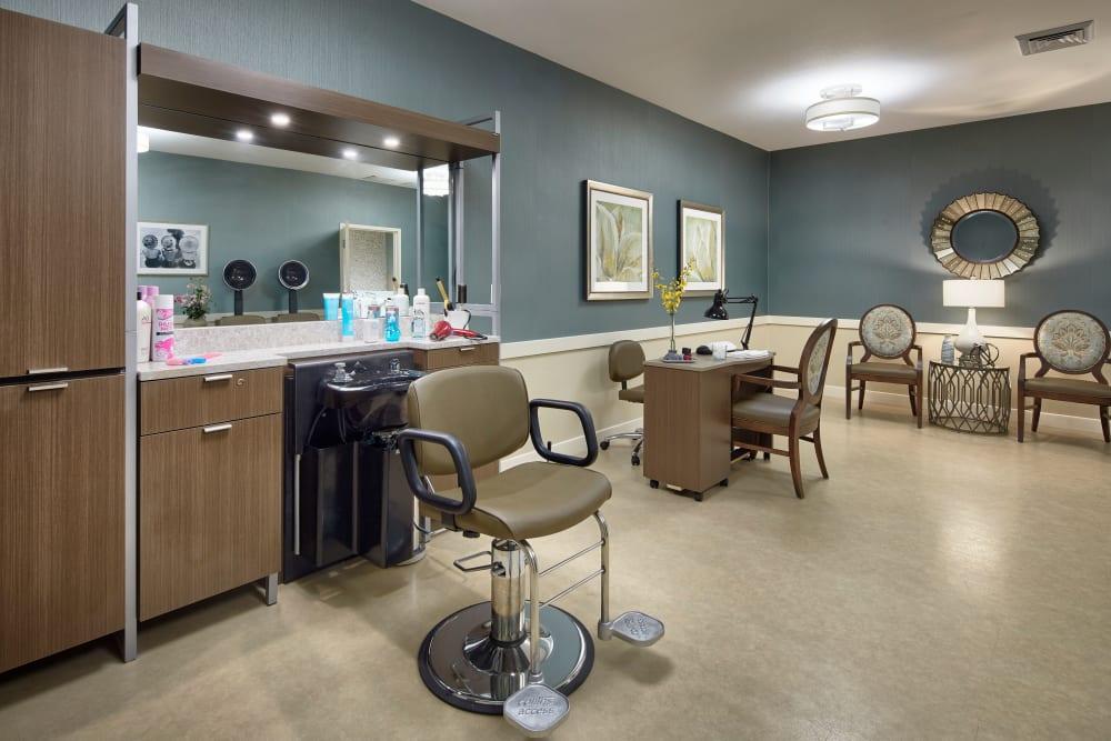 Top tier beauty salon for residents of Regency Palms Palmdale in Palmdale, California