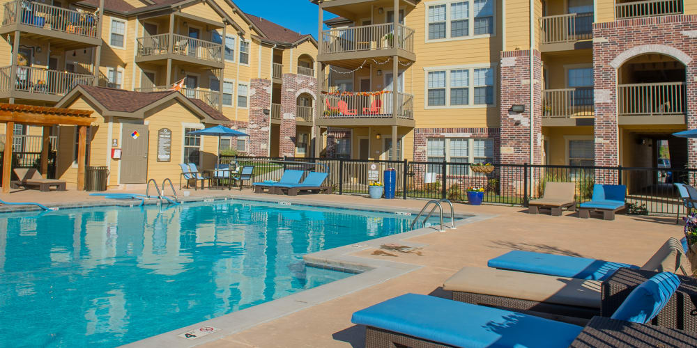 Specials at Mission Point Apartments in Moore, Oklahoma