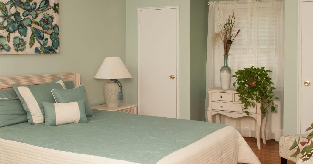 Enjoy a cozy bedroom at Oakmont Park Apartments in Scranton, Pennsylvania