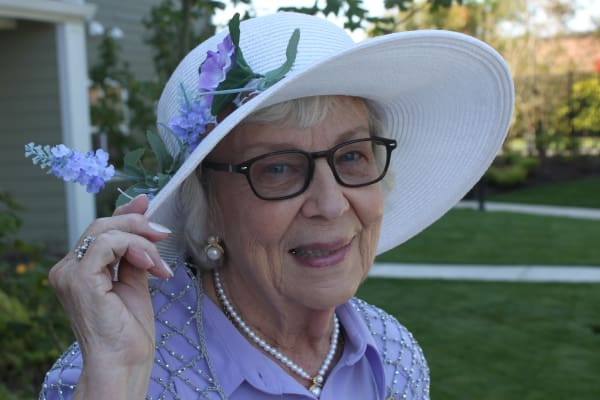 Patty a resident in a beautiful white hat at Springwood Landing Gracious Retirement Living in Vancouver, Washington