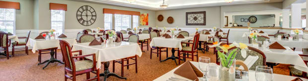 Dining offerings available at Cottonwood Court in Fresno, California