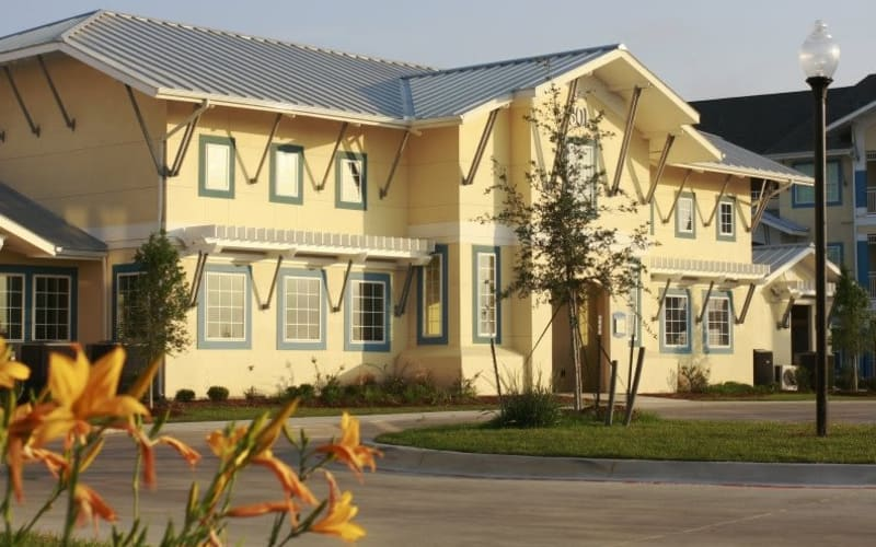 Exterior view at Lakeside Apartment Homes in Slidell, Louisiana