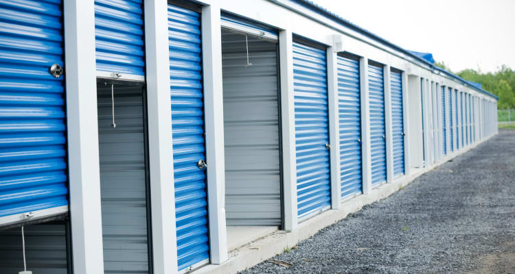 Climate controlled exterior storage units at Compass Self Storage in Tavares, Florida