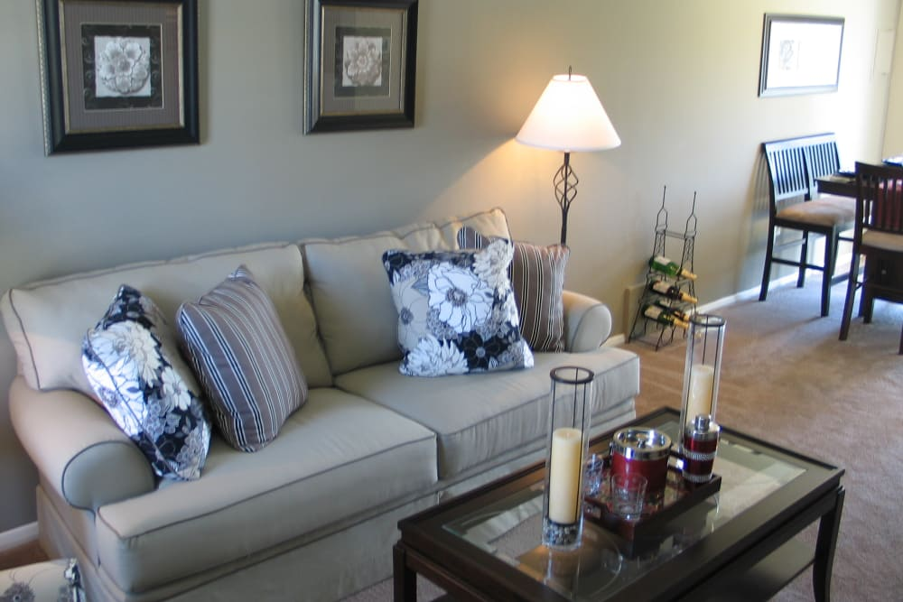 Commons at White Marsh Apartments offers a beautiful living room in Middle River, Maryland