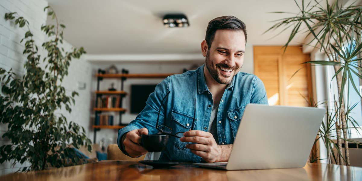 Resident working from home at Marquis at Stonegate in Fort Worth, Texas