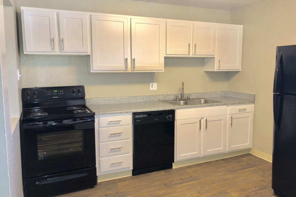 Eagle Crest Apartments in Lakewood, Colorado offers a kitchen