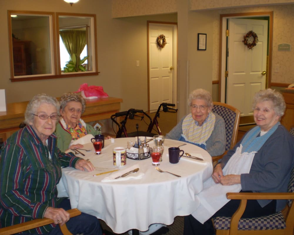 Residents in large dining room at Courtyard Estates at Cedar Pointe in Pleasant Hill, Iowa.
