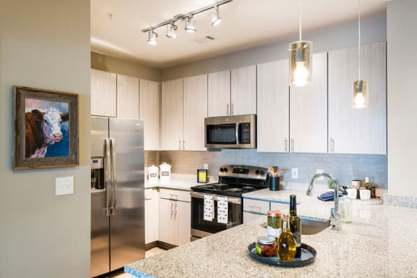 The Heyward offers a fully equipped kitchen in Charleston, South Carolina