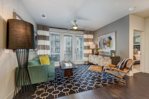 Apartment features at Berkshire Auburn in Dallas, Texas