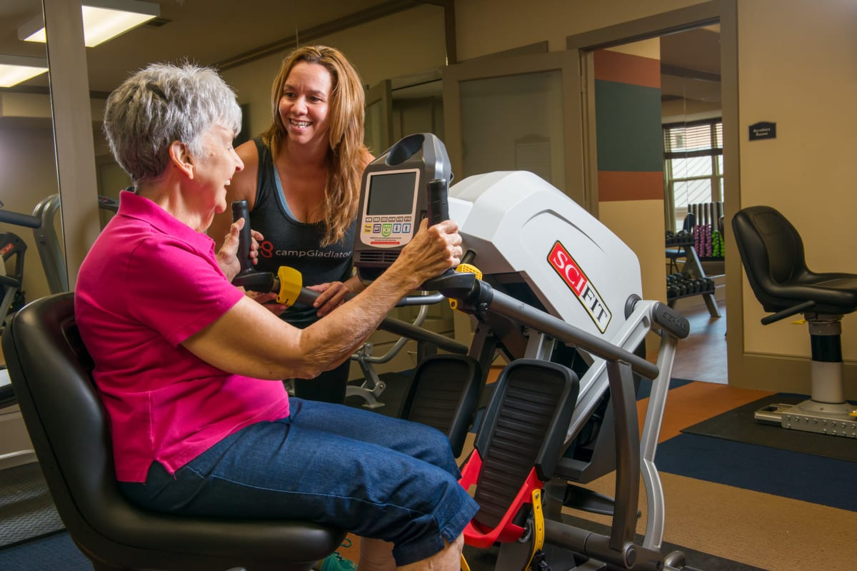 A senior working out with a trainer at Isle at Watercrest Mansfield in Mansfield, Texas