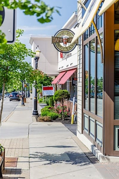 Green Lake Apartments & Townhomes offers commuting conveniences in Orchard Park, New York