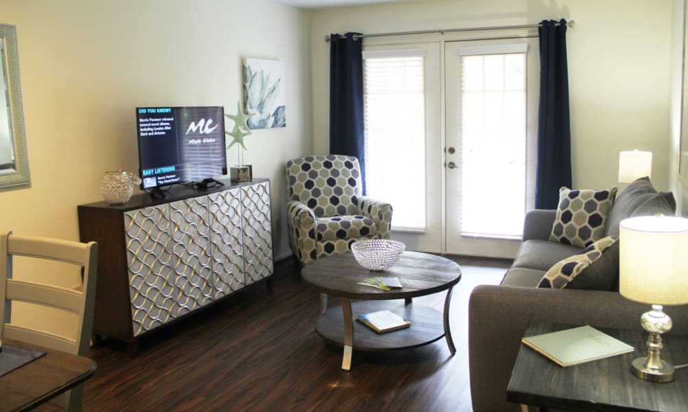 Living room at Village on the Park Friendswood in Friendswood, Texas
