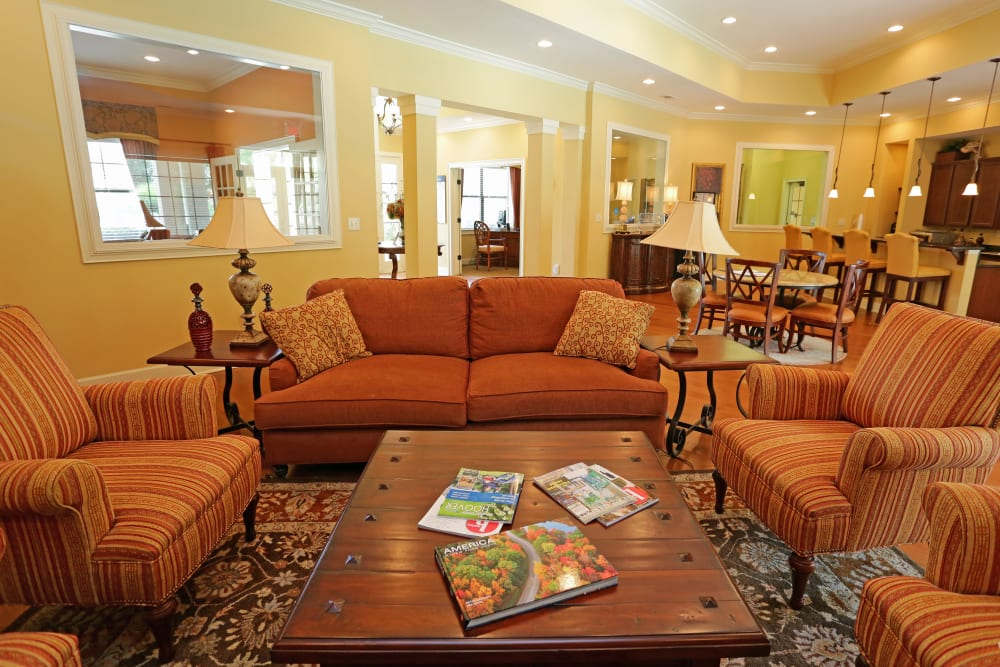 Resident clubhouse lounge at Cahaba Grandview in Birmingham, Alabama