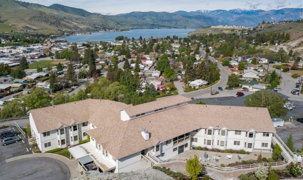 An aerial view of Heritage Heights with Lake Chelan close by.