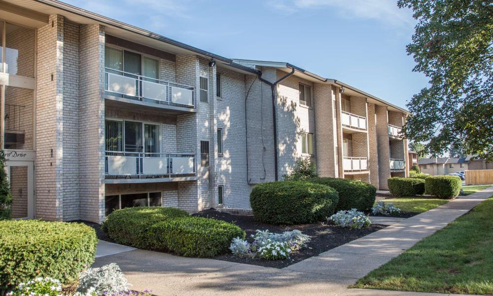 Exterior of apartments at Briarwood Apartments & Townhomes