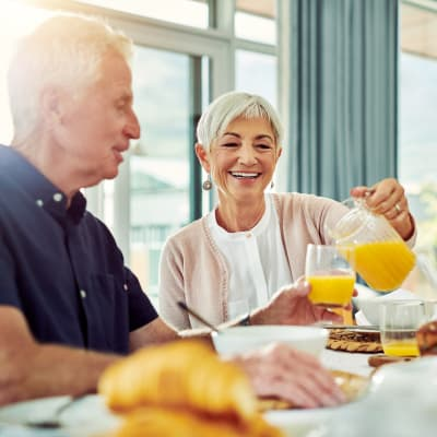 Residents enjoying breakfast at Aurora on France in Edina, Minnesota.