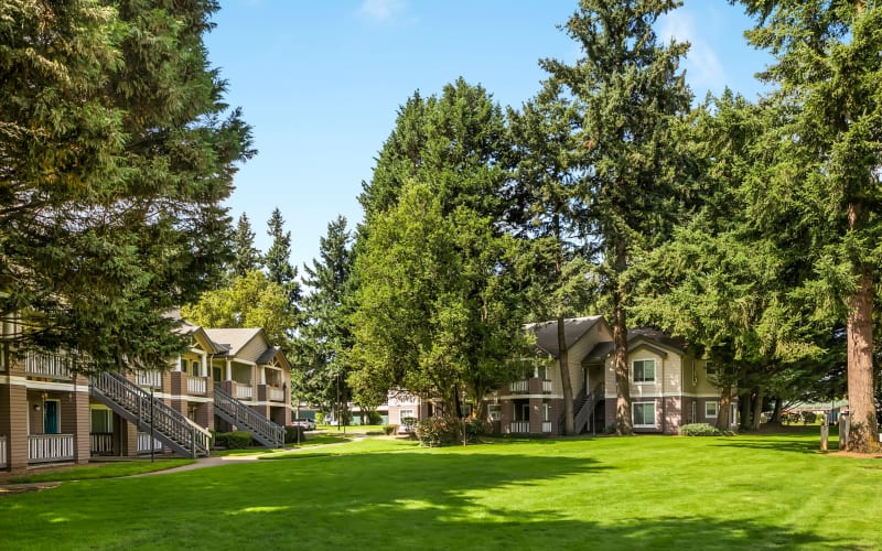 The building exterior and lush green grass at Autumn Chase Apartments in Vancouver, Washington