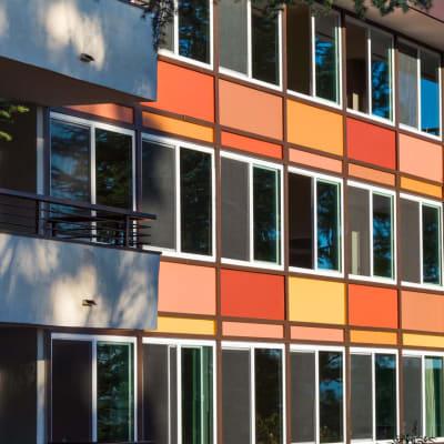 Retro resident building exteriors at Sofi Belmont Glen in Belmont, California