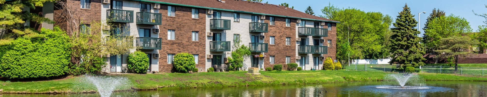 Apply at Oldebrook Apartments in Wyoming, Michigan