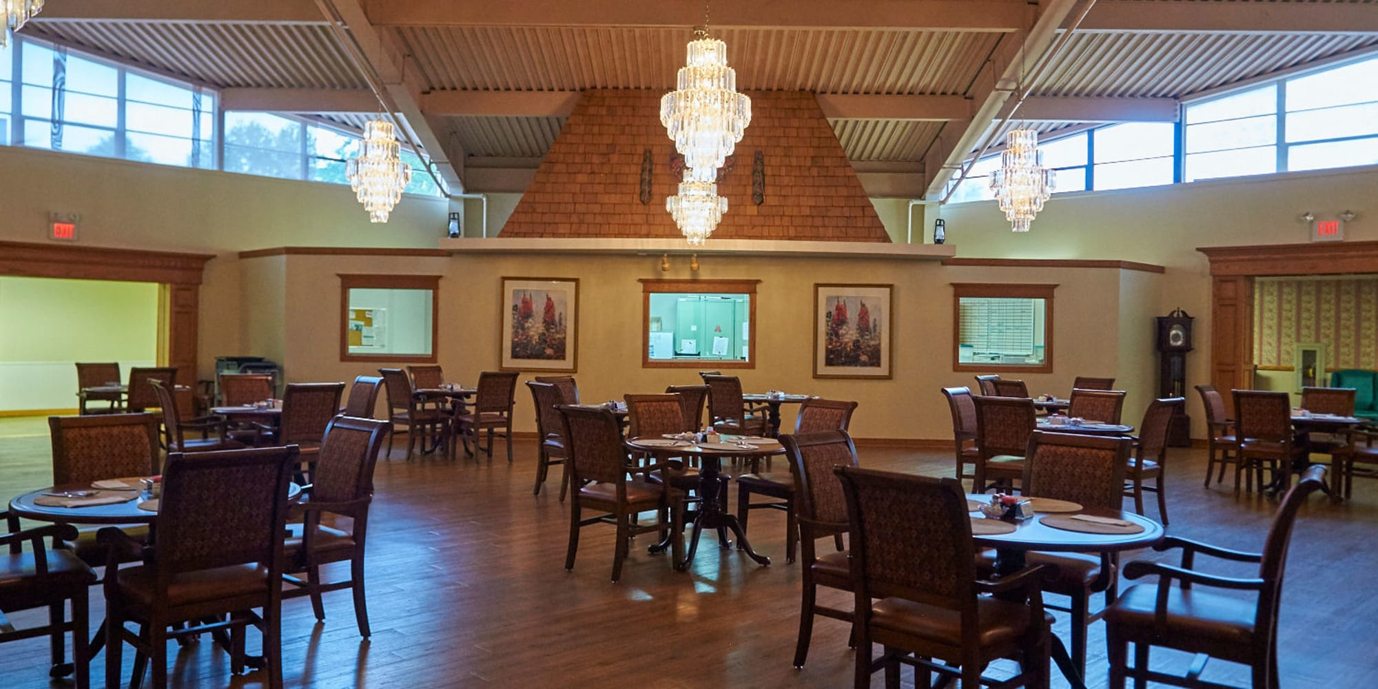 Dining room at Clearview Lantern Suites in Warren, Ohio.