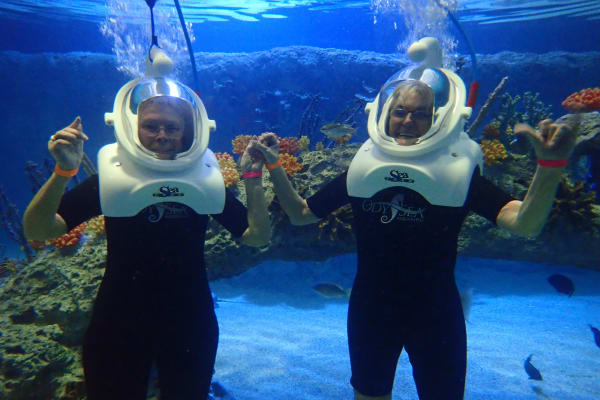 Residents from Ashwood Meadows Gracious Retirement Living in Johns Creek, Georgia, underwater with scuba gear