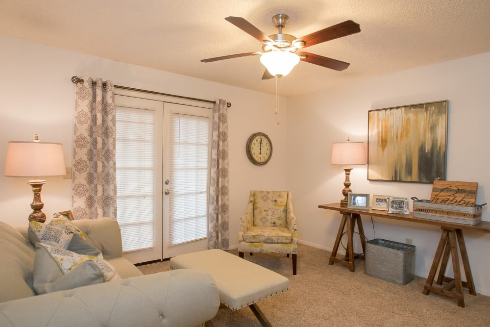 Bright living room at Cimarron Pointe Apartments in Oklahoma City, Oklahoma