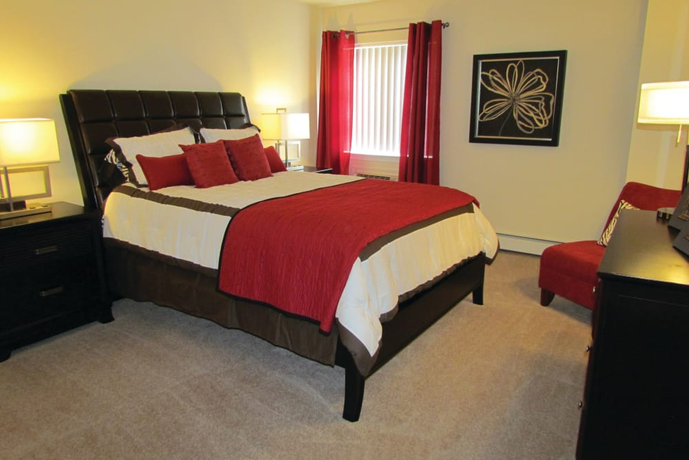 Spacious bedroom with large closets at Frazer Crossing in Malvern, Pennsylvania