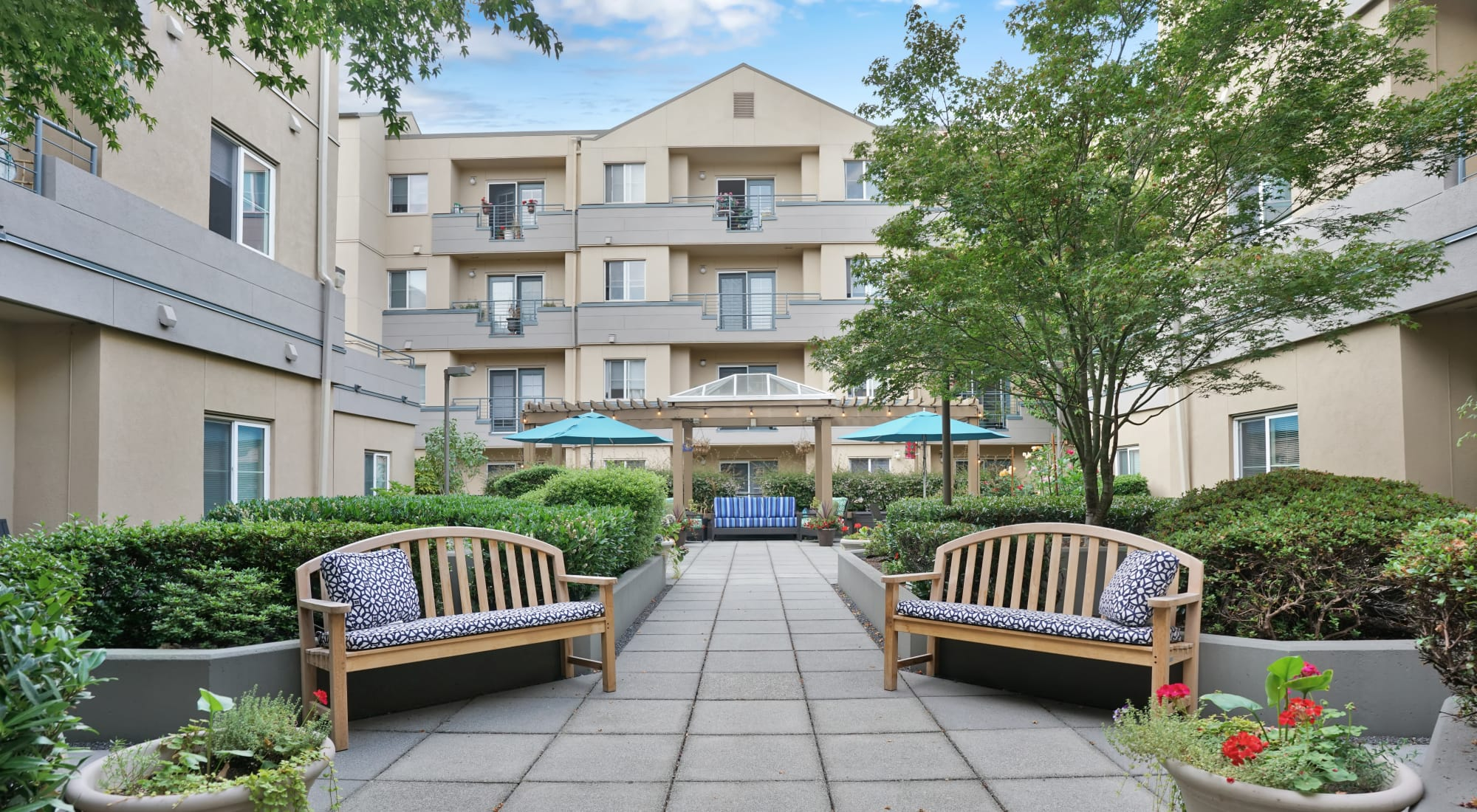 Courtyard at Island House Assisted Living in Mercer Island, Washington