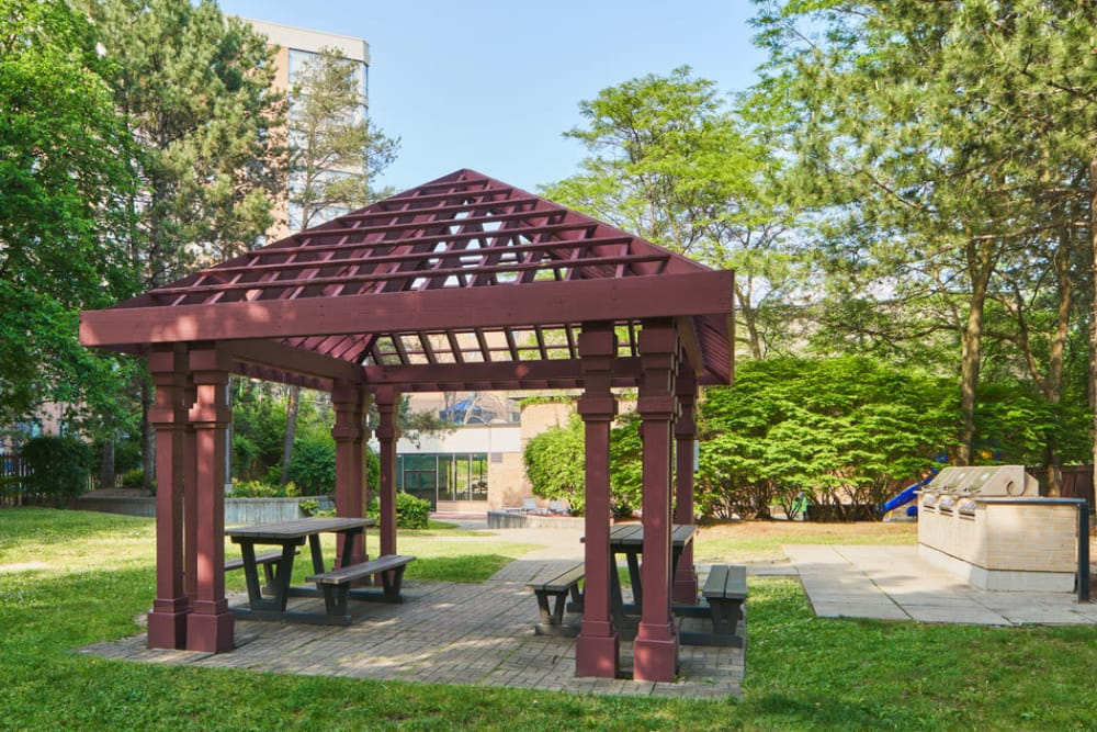 Outdoor picnic area at The Galleria in North York, ON