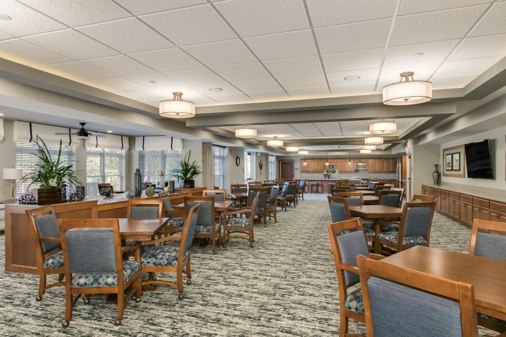 A resident dining area at Applewood Pointe Roseville at Central Park in Roseville, Minnesota.