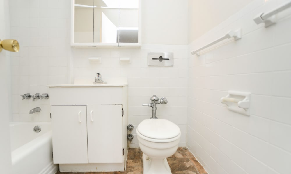 Our apartments in Elizabeth, New Jersey offer a bathroom