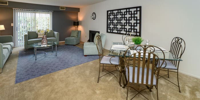 Lakewood Hills Apartments & Townhomes offers a living room in Harrisburg, PA