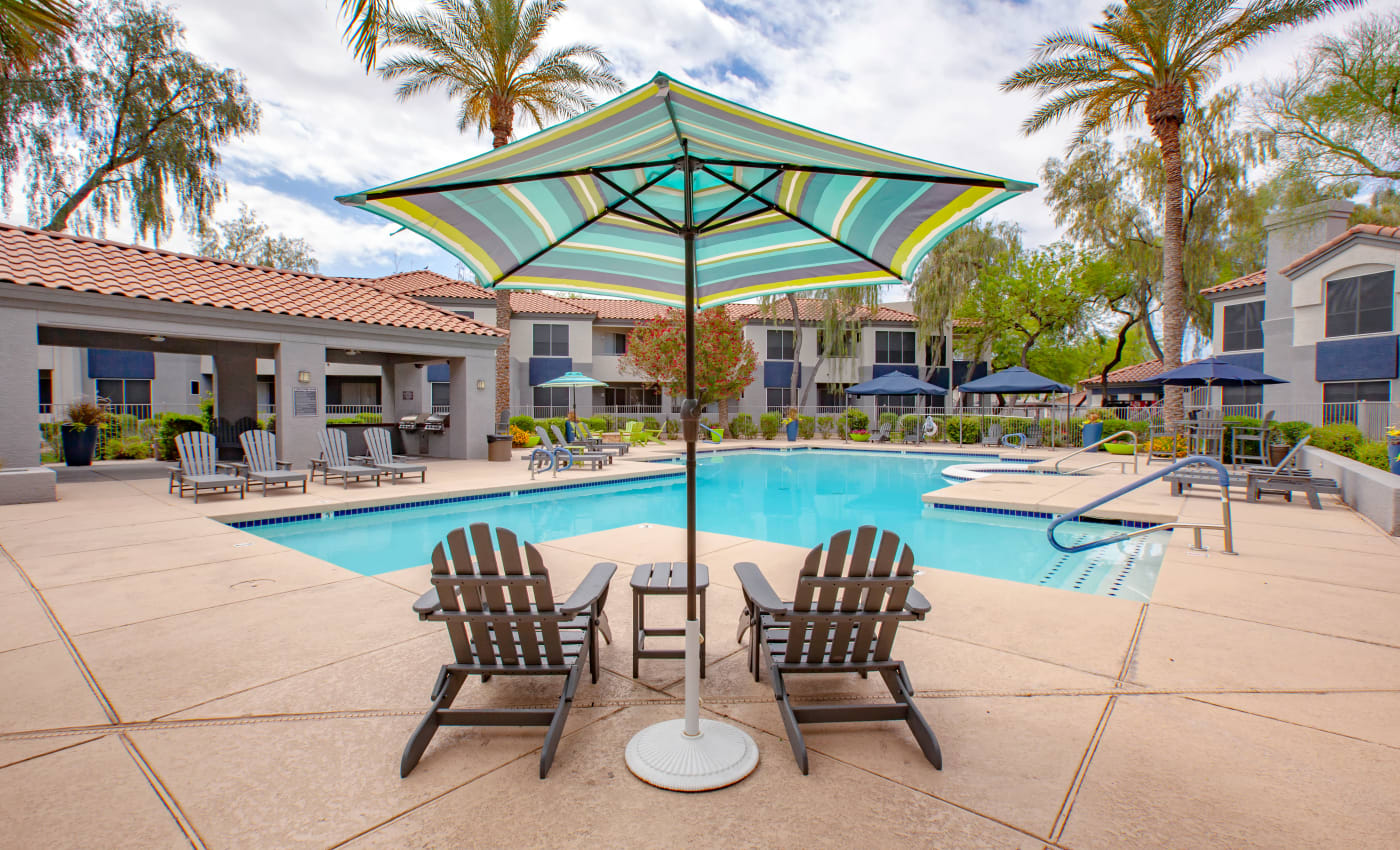 Poolside lounge at The Retreat Apartments in Phoenix, Arizona
