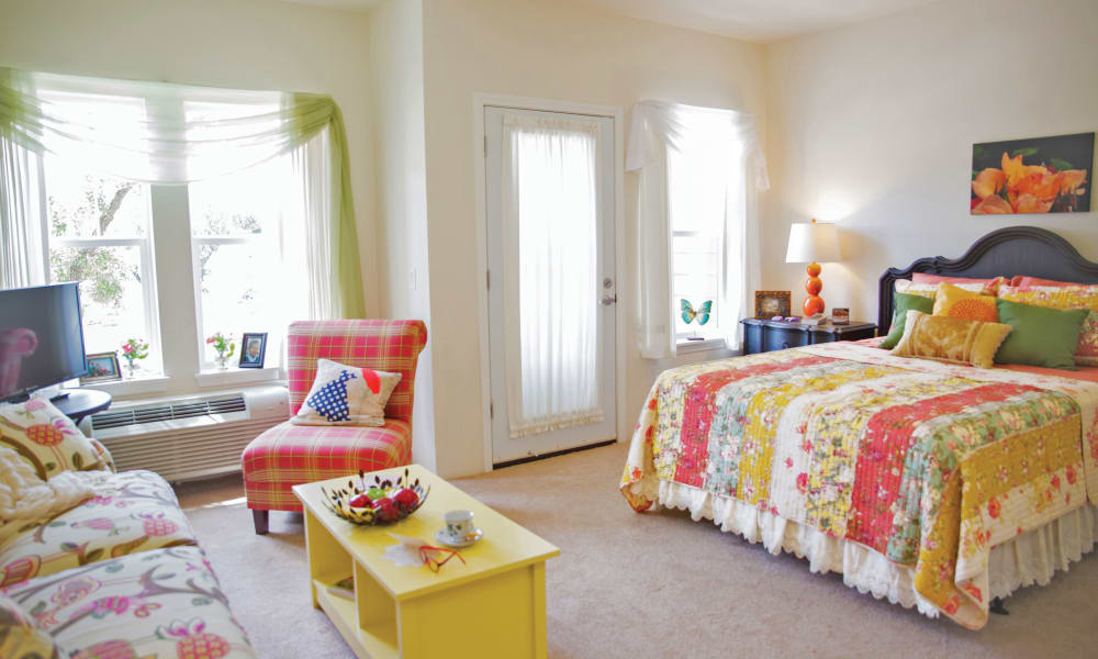 Cheerful resident living space at Ashton Gardens Gracious Retirement Living in Portland, Maine