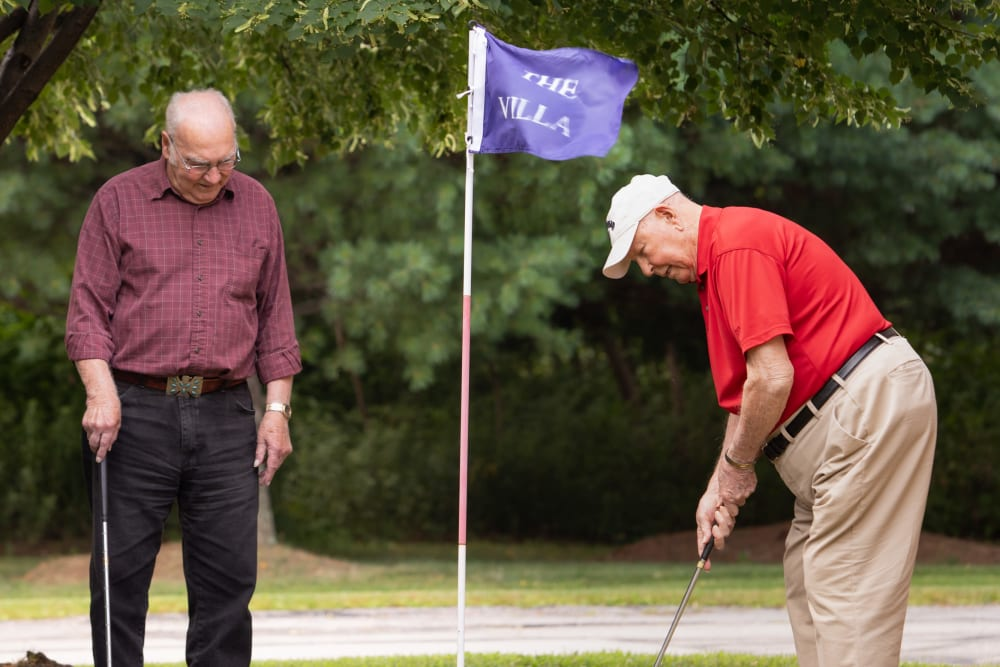 Two residents playing golf at Villa at the Lake in Conneaut, Ohio