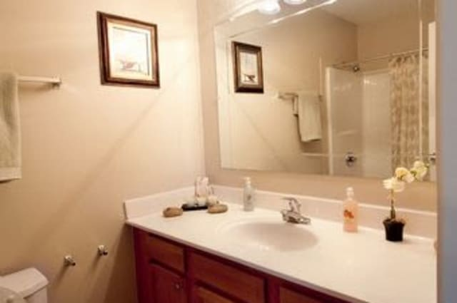 Summerfield Apartment Homes offers a bathroom in Harvey, Louisiana