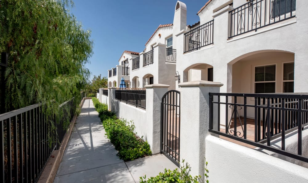 outside view of IMT Rancho Serrano Townhomes in Thousand Oaks, CA