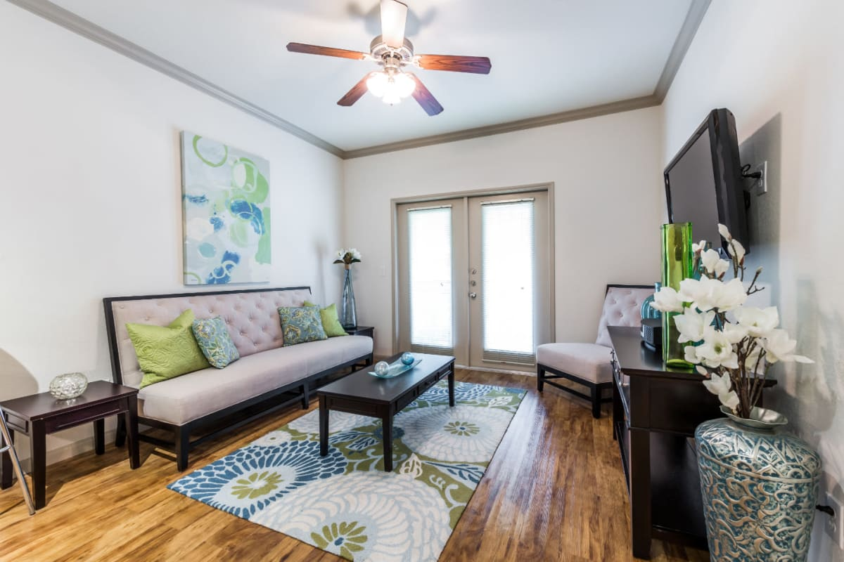 Comfortable living room with modern style décor at Marquis at Clear Lake in Webster, Texas
