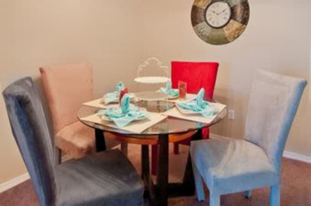 Summerfield Apartment Homes offers a dining table in Harvey, Louisiana
