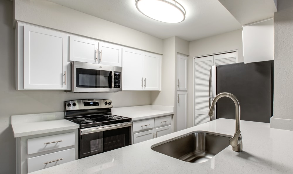 Kitchen at Elliot's Crossing Apartment Homes in Tempe