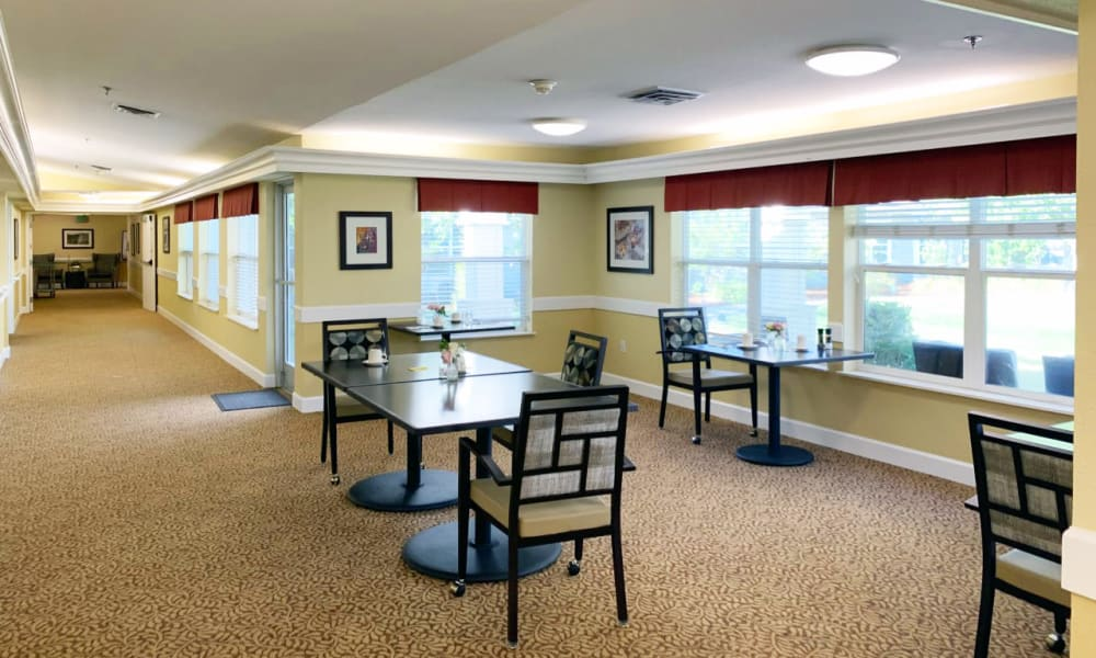 Cafe style seating at Lassen House Senior Living in Red Bluff, California