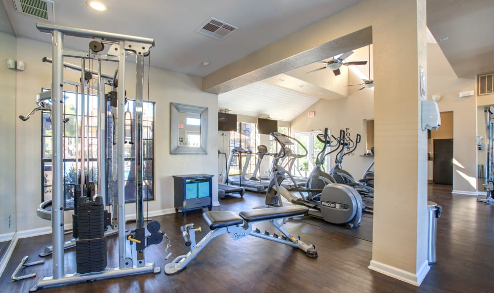 Fitness center at Elliot's Crossing Apartment Homes in Tempe