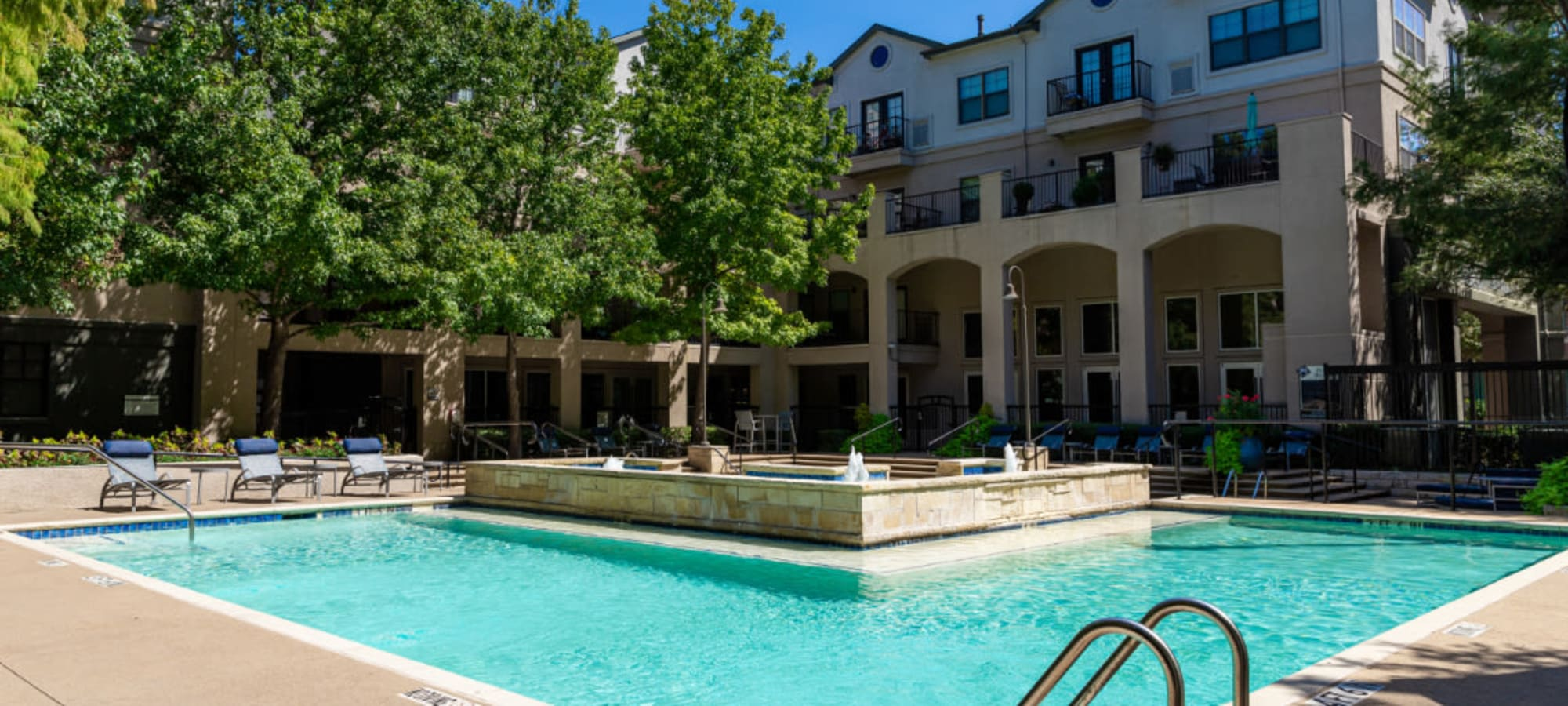 Amenities at Marquis at Texas Street in Dallas, Texas