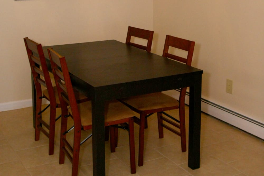 Dining room with a table at Terrace Lake Apartments