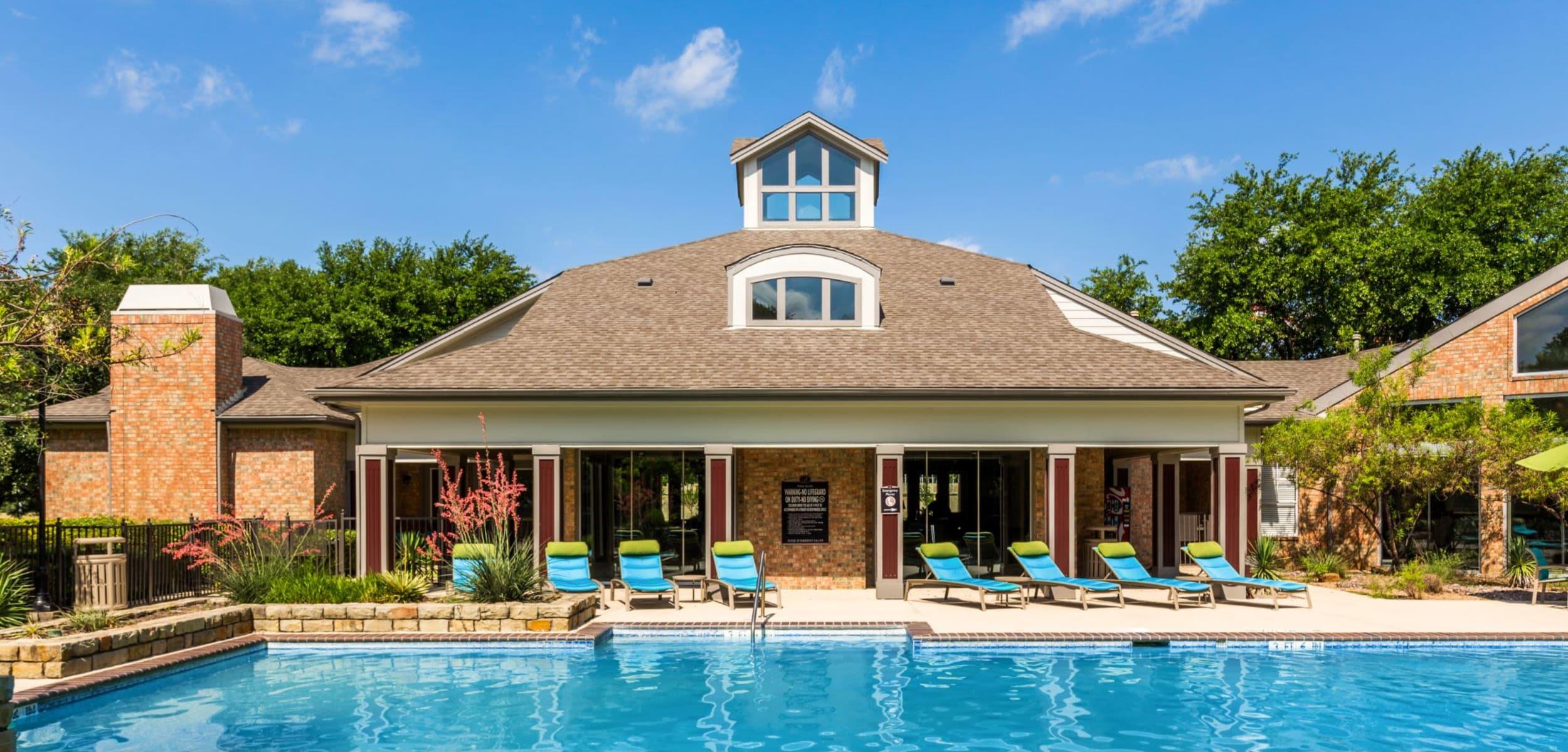 Sparkling pool at Brooks on Preston in Plano, Texas
