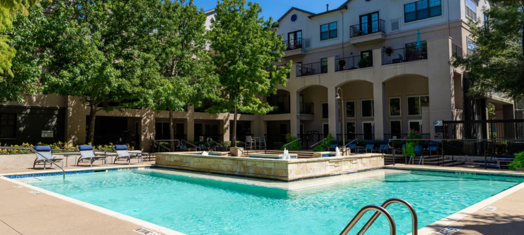 Gallery of photos for Marquis at Texas Street in Dallas, Texas