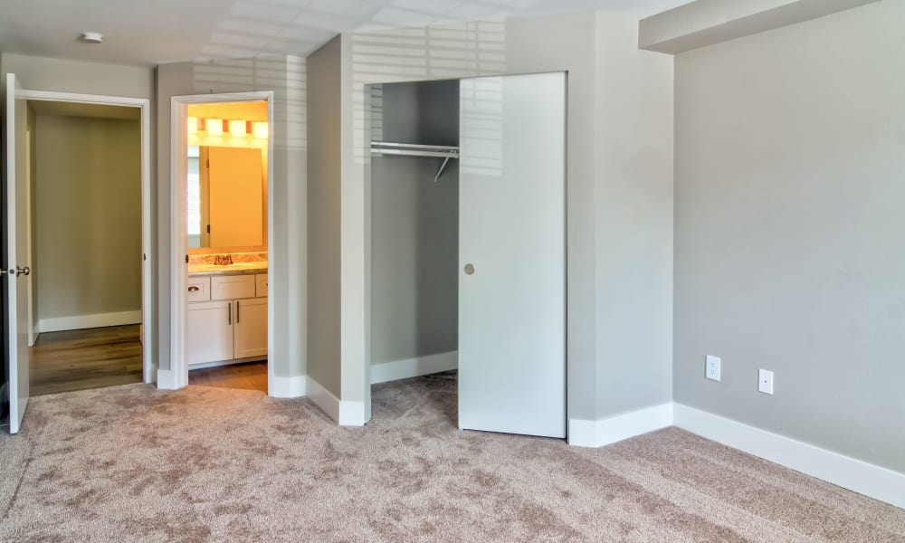 Bedroom with walk-in closet at Vista at 23 Apartments in Gresham, OR