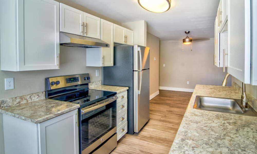 Vista at 23 Apartments offers a modern kitchen in Gresham, OR