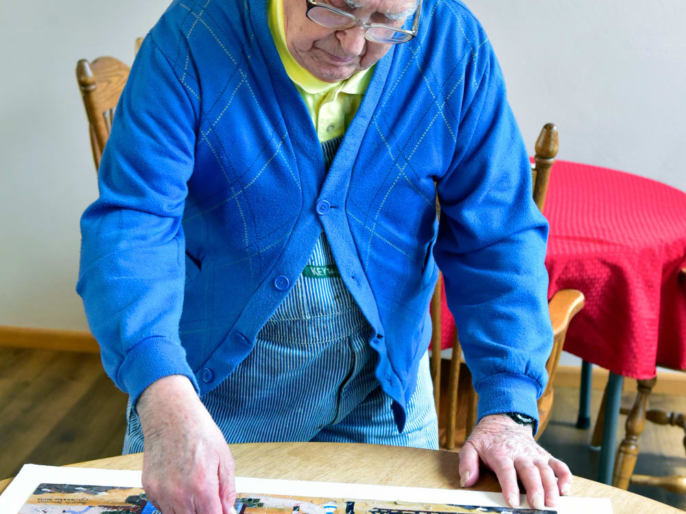 Resident working on a puzzle at Garden Place Millstadt